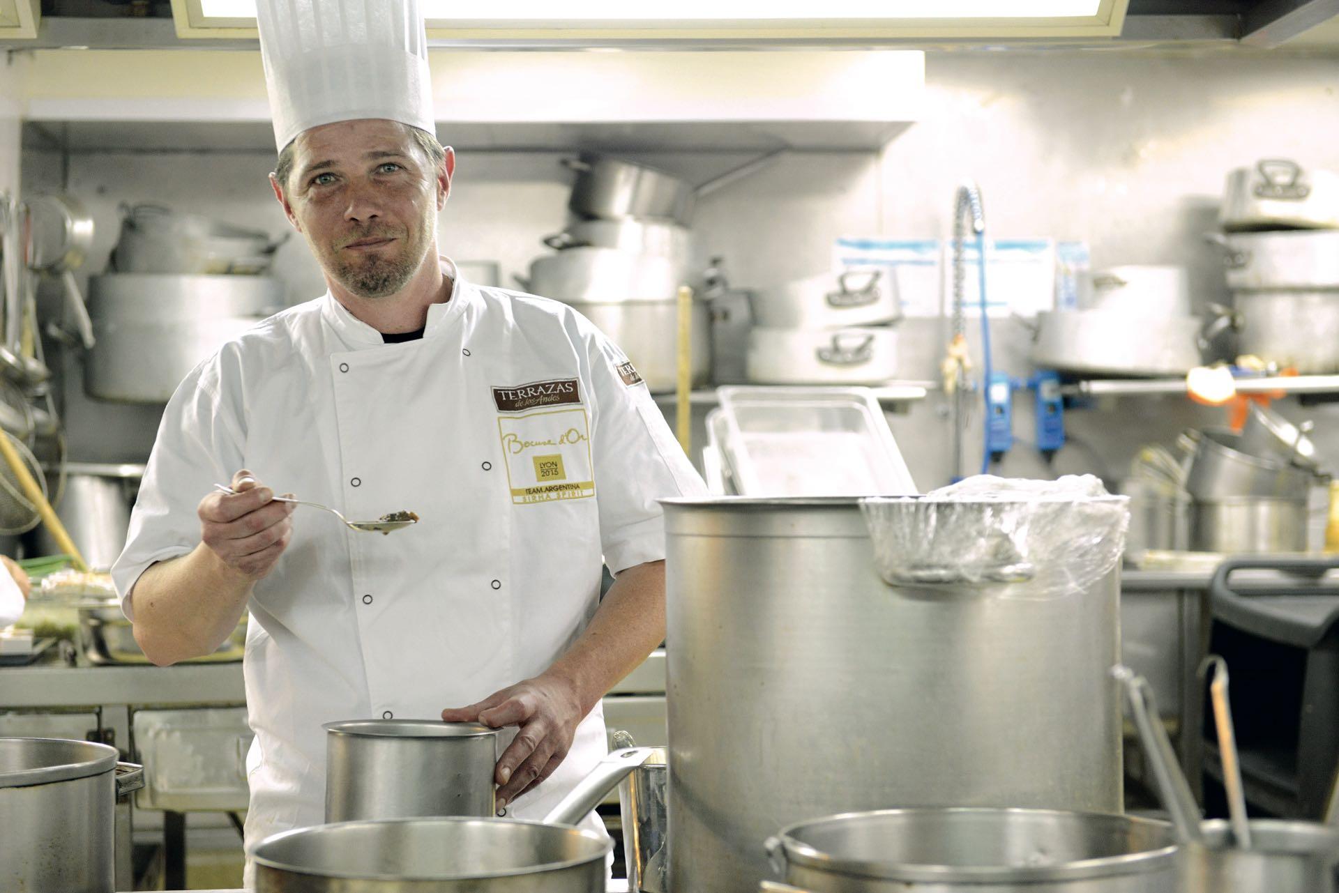 Todos colaboraron con Emiliano Schobert, director de la escuela El Obrador, de Bariloche, que el 29 de enero competirá por el premio más importante de la gastronomía mundial.