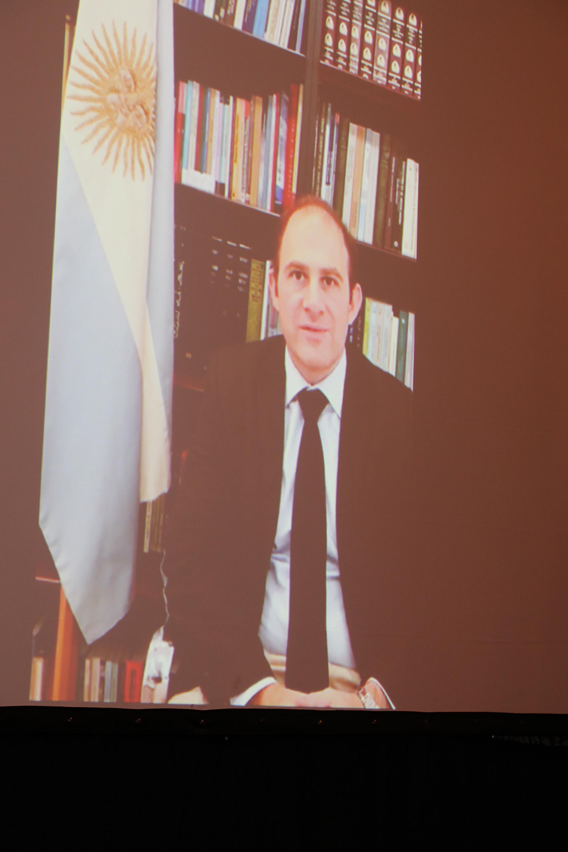 El embajador argentino e Israel, Mario Caucino, también envió su saludo en un video