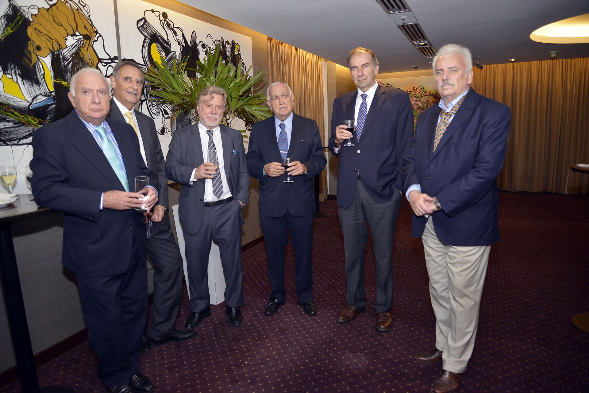 Norberto Frigerio; Hector Aranda; el editor general del diario Clarín, Ricardo Kirschbaum; el jurista Ricardo Gil Lavedra; el senador Humberto Schiavoni