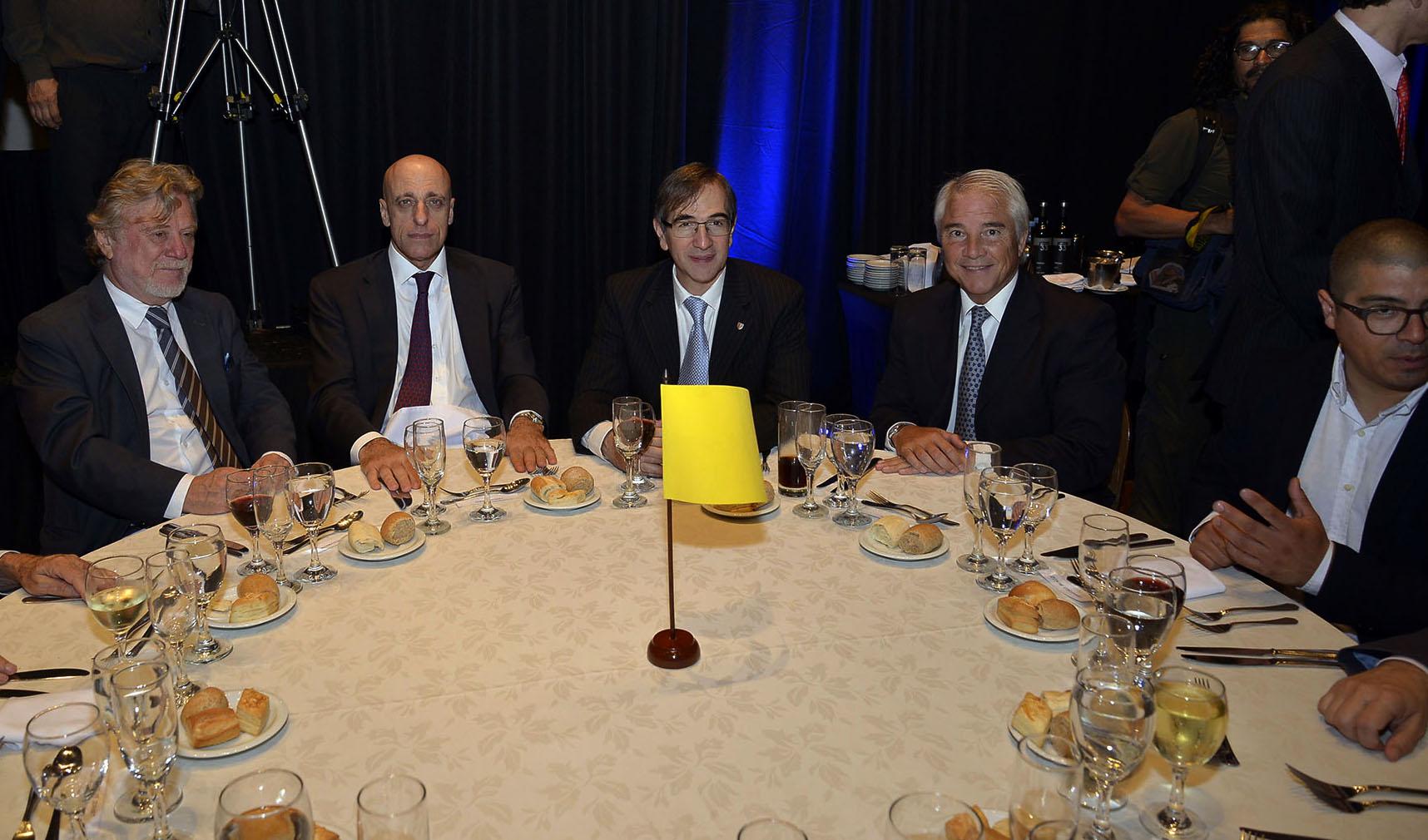 Ricardo Kirschbaum; Carlos Pagni; el director de Relaciones Gubernamentales, Comunicación y Medios de Telecom, Pedro López Matheu; el Director de Asuntos Institucionales de Infobae Pablo Deluca; Francisco Muñoz (OPI Santa Cruz)