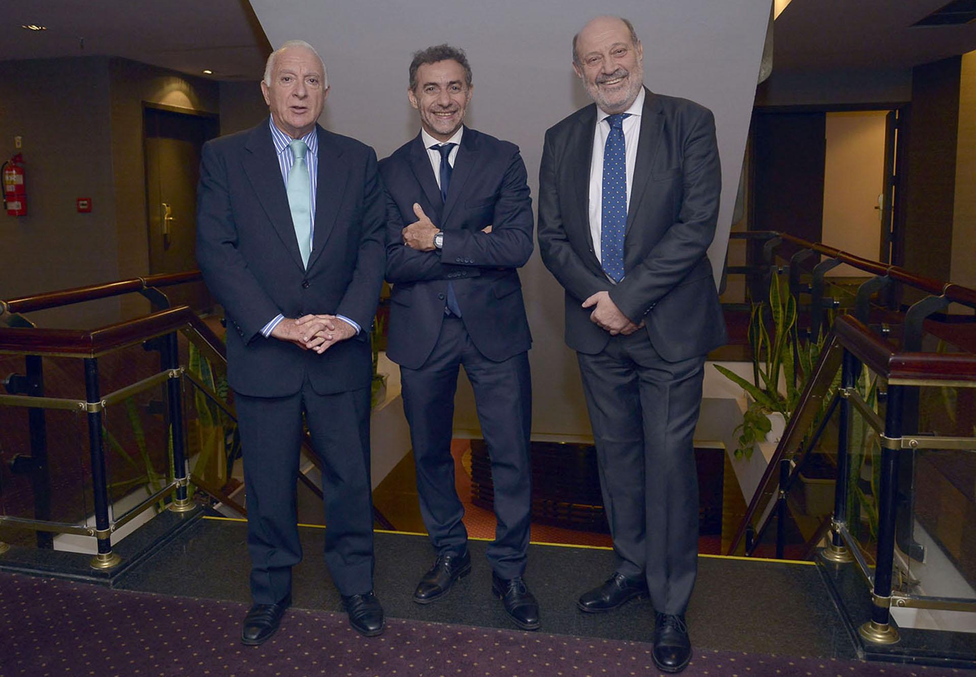 El director de Relaciones Institucionales del diario La Nación, Norberto Frigerio, junto a los periodistas LuisMajuly Alfredo Leuco