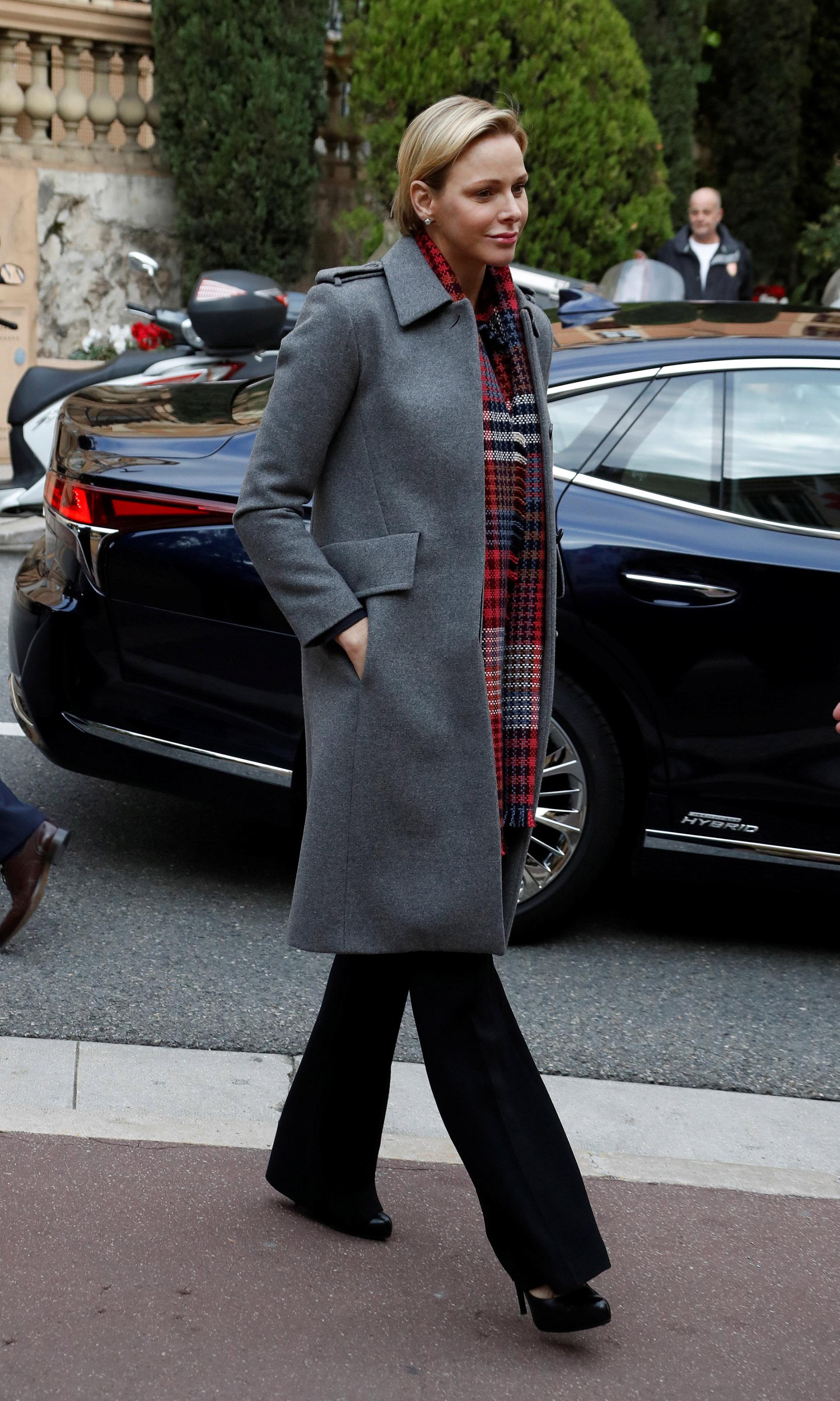 Simple y elegante, este fue el look que eligió Charlene de Mónaco
