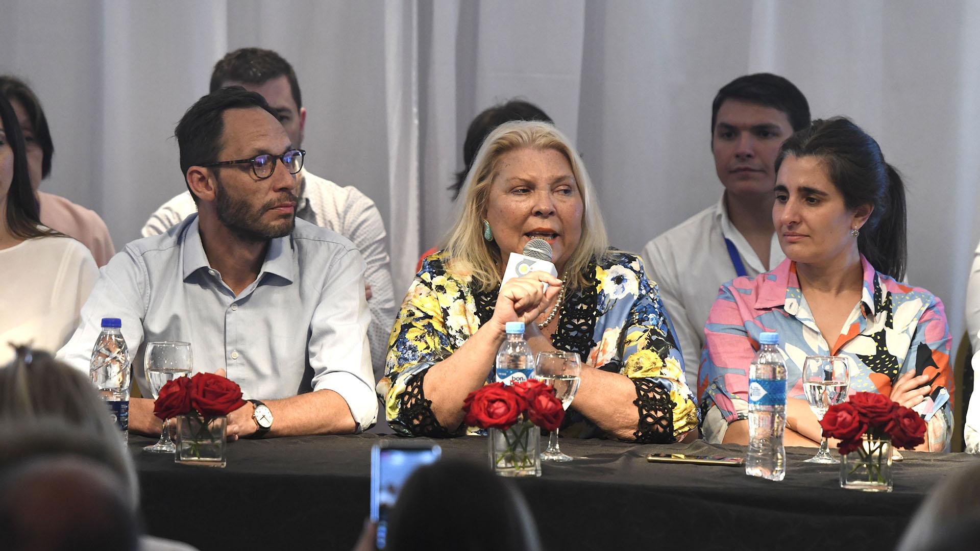 Elisa Carrió en el congreso federal del año pasado, junto a Maximiliano Ferraro y Maricel Etchecoin