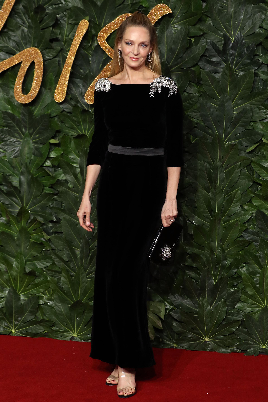 Uma Thurman lució espléndida en este vestido de terciopelo negro