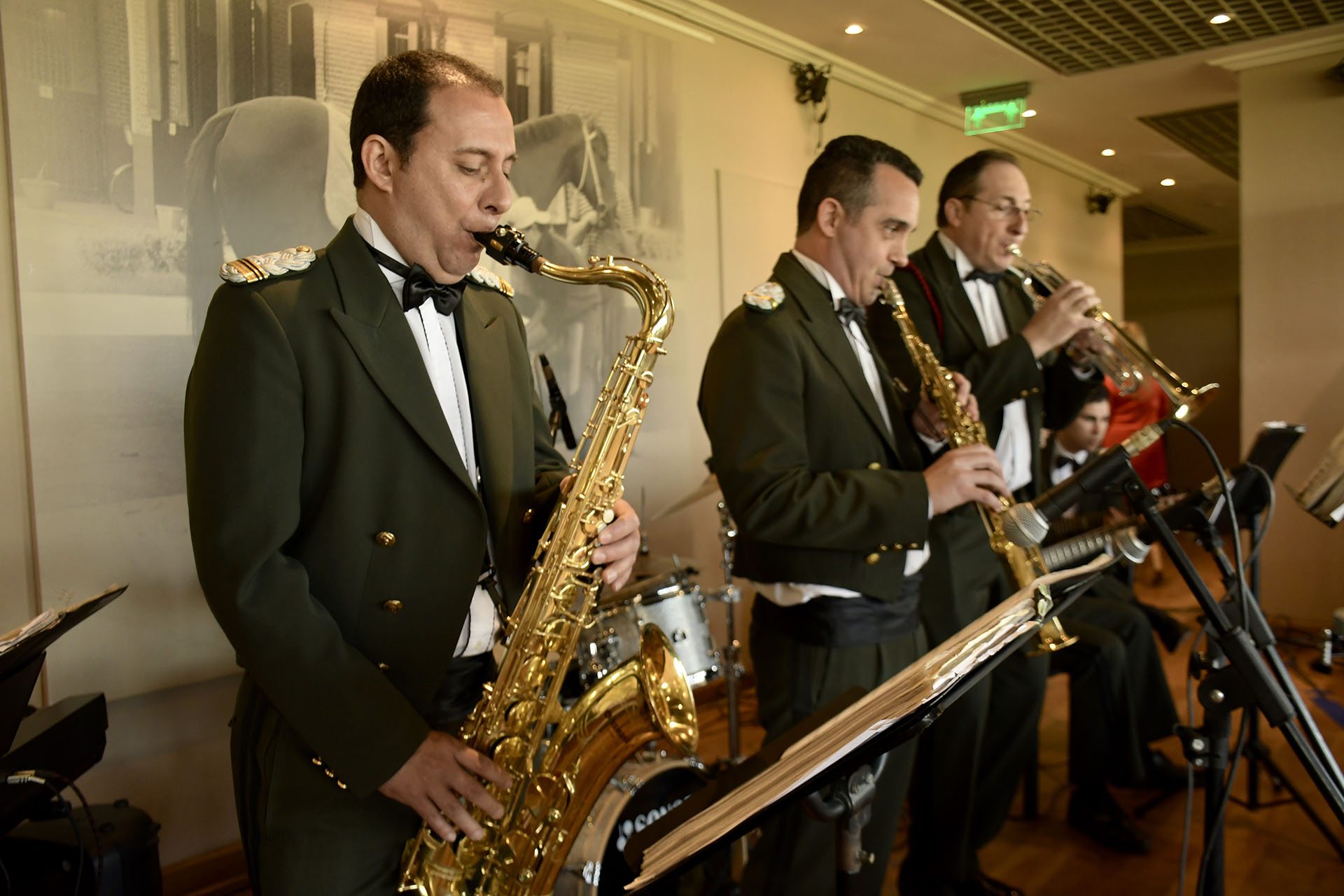 Un conjunto musical entonó canciones de jazz para todos los presentes en el restaurante del Hipódromo