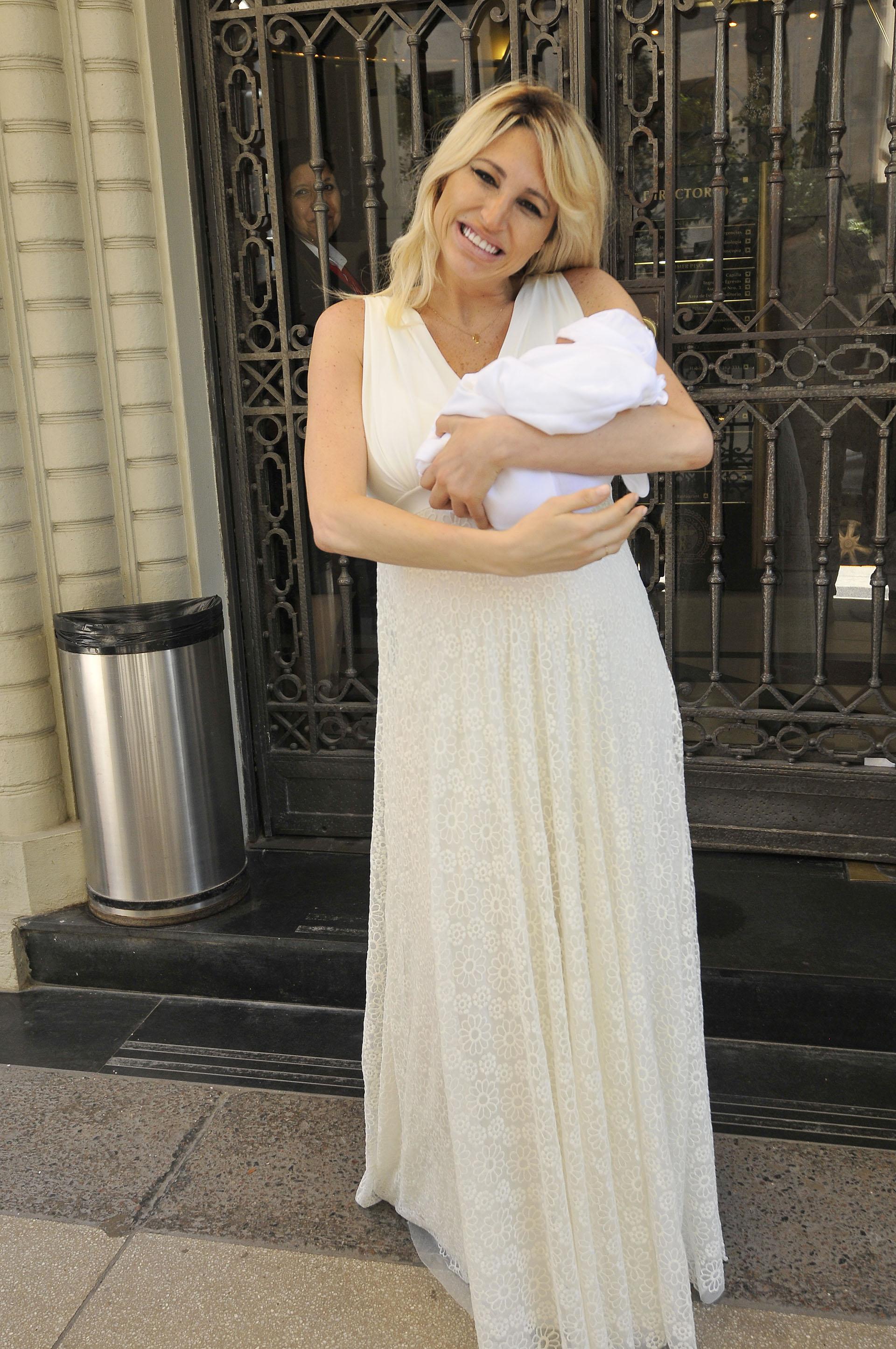 """""""Estoy sacando al bebé por primera vez a la vida"""", dijo Vicky a los medios presentes"""