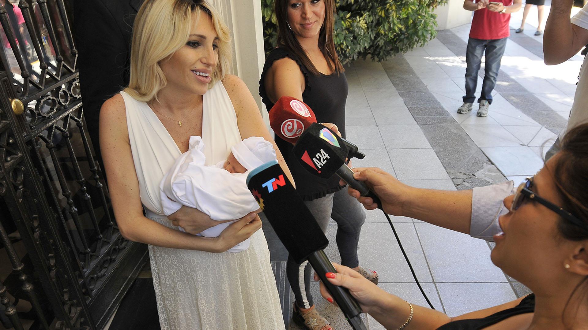 Victoria Xipolitakis sale con Salvador Uriel de la clínica