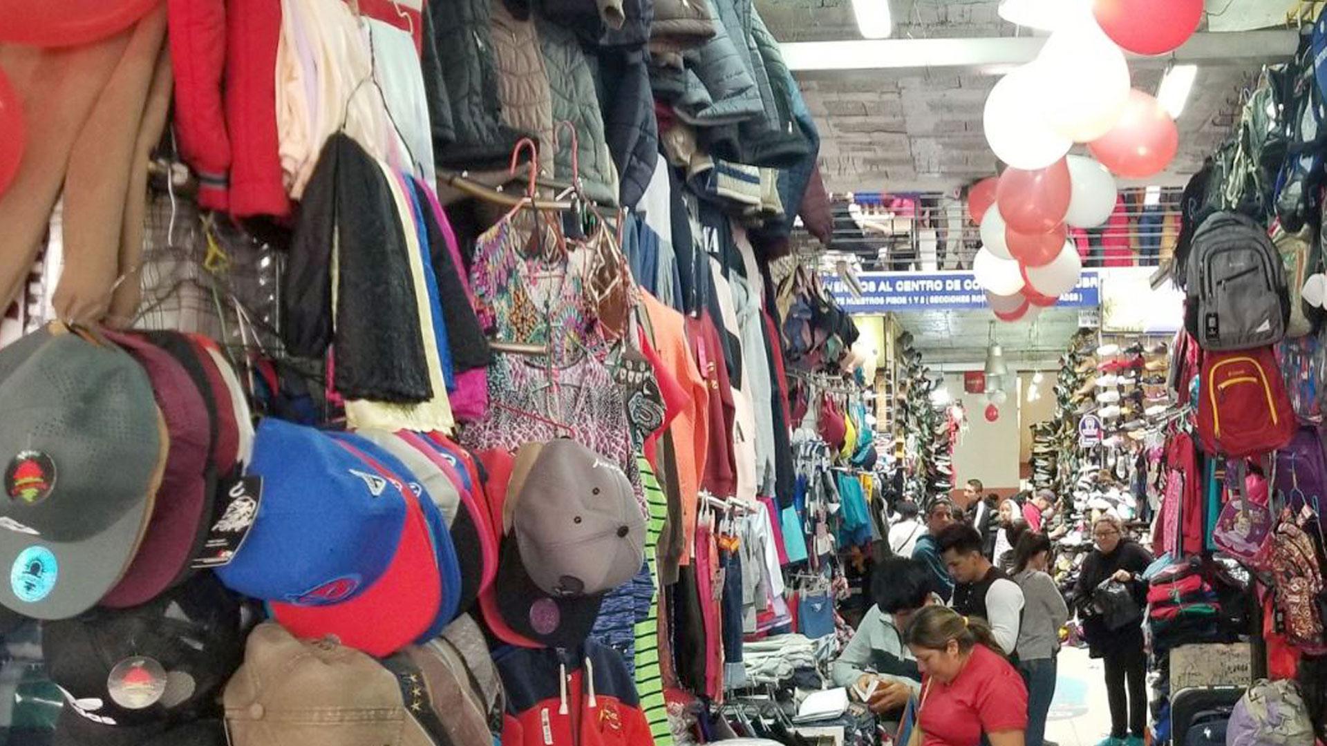 Los mexicanos gastan más que en otros países en ropa y alcohol durante Navidad(Foto: Twitter@MarceloHCabrera)