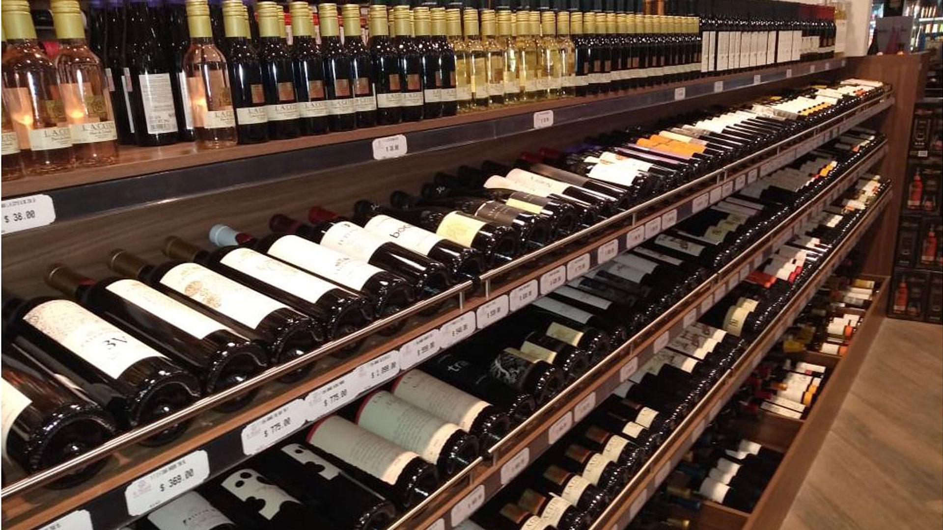 Alcohol y ropa son los gastos más comunes que los mexicanos realizan con su aguinaldo. (Foto: Infobae México /Rivero)