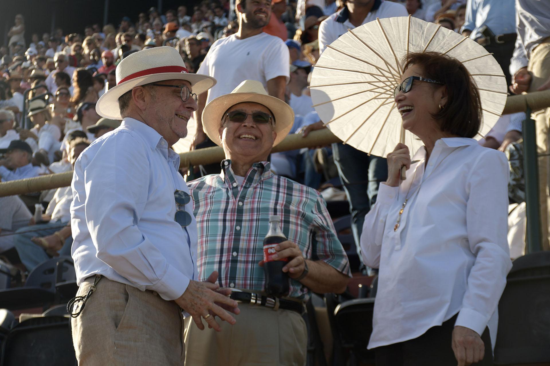 El canciller Jorge Faurie junto al embajador de los Estados Unidos en la Argentina, Edward C. Prado, y su mujer María