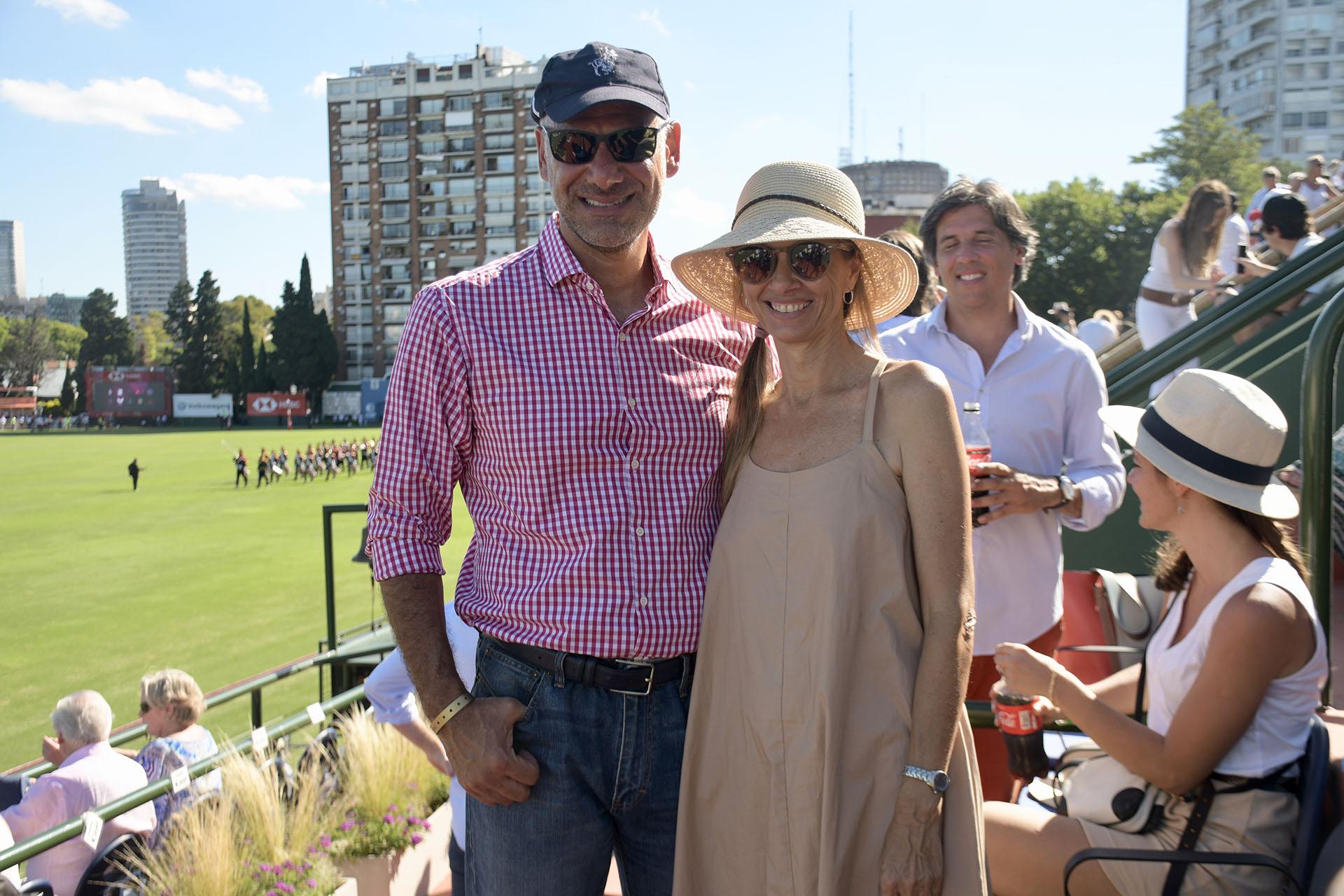 Luis Galli, CEO de Newsan, y su mujer Angie Reyser