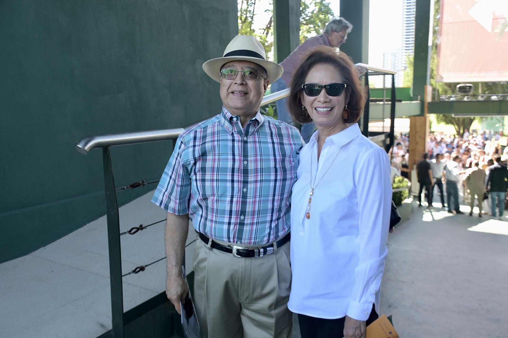 El embajador de los Estados Unidos en la Argentina, Edward C. Prado, y su mujer María en la final del 125º Abierto Argentino de Polo de Palermo