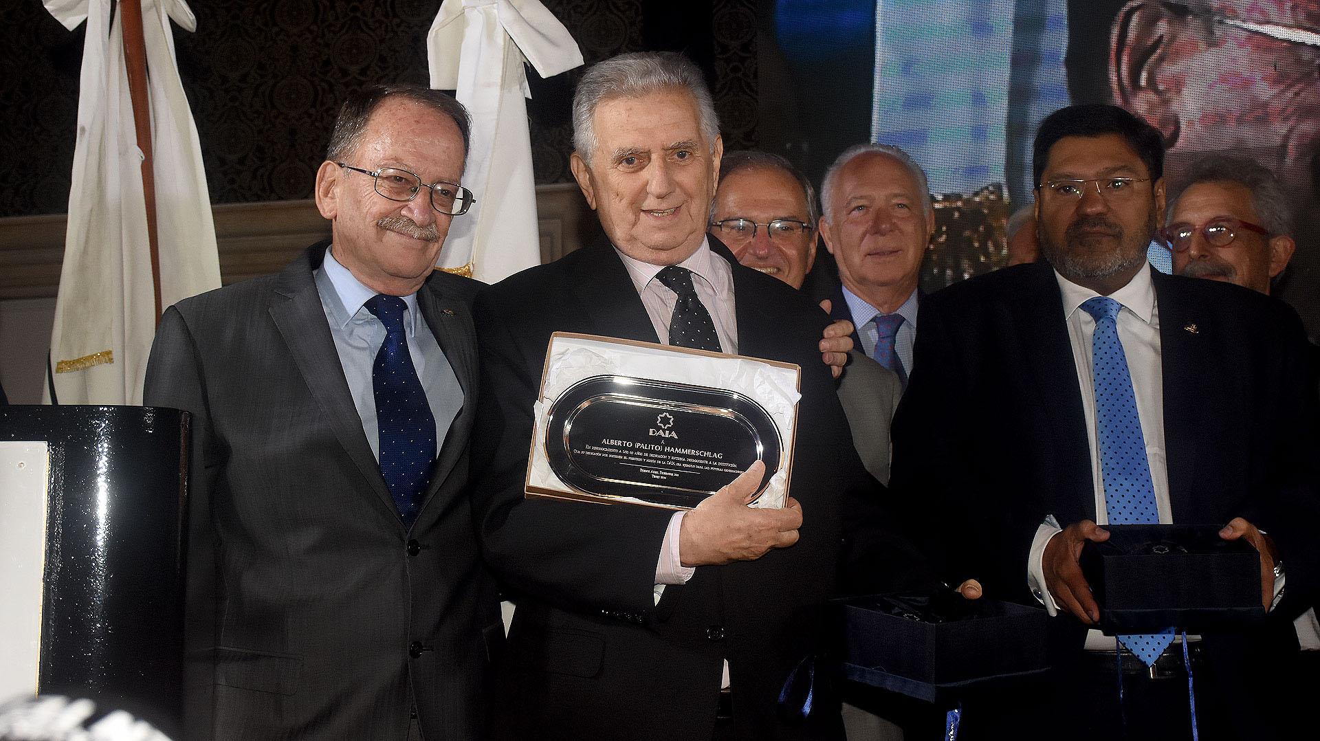 Alberto Hammerschlag, ex vicepresidente de DAIA, recibió una distinción por su incansable labor en esa institución