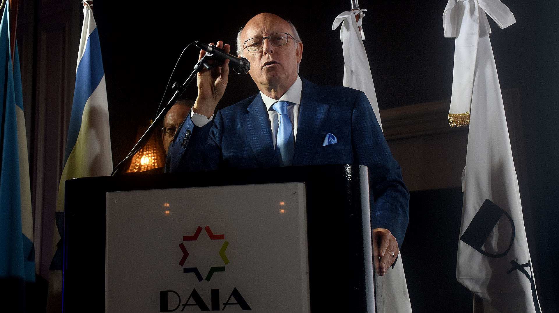 El presidente saliente de la DAIA, Alberto Indij, durante su discurso