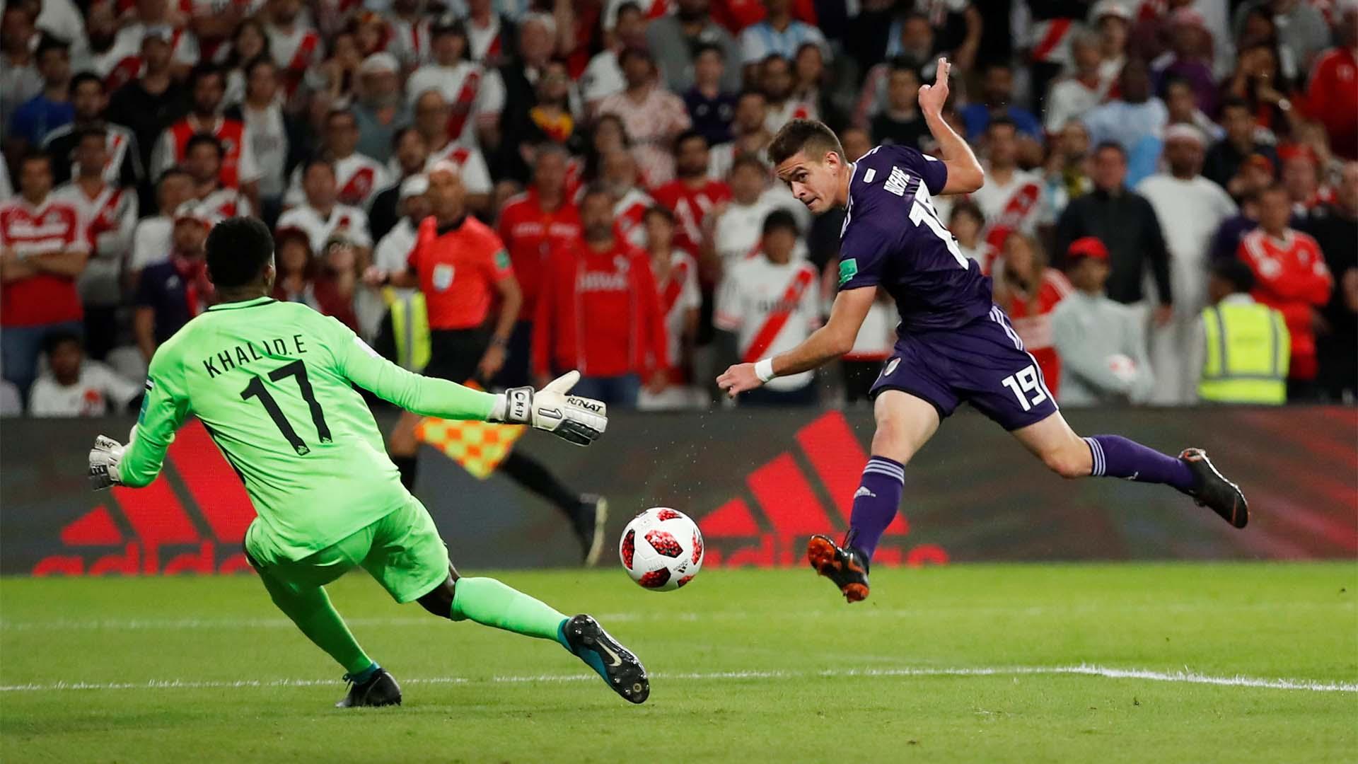 Rafael Santos Borré anota el segundo gol de River