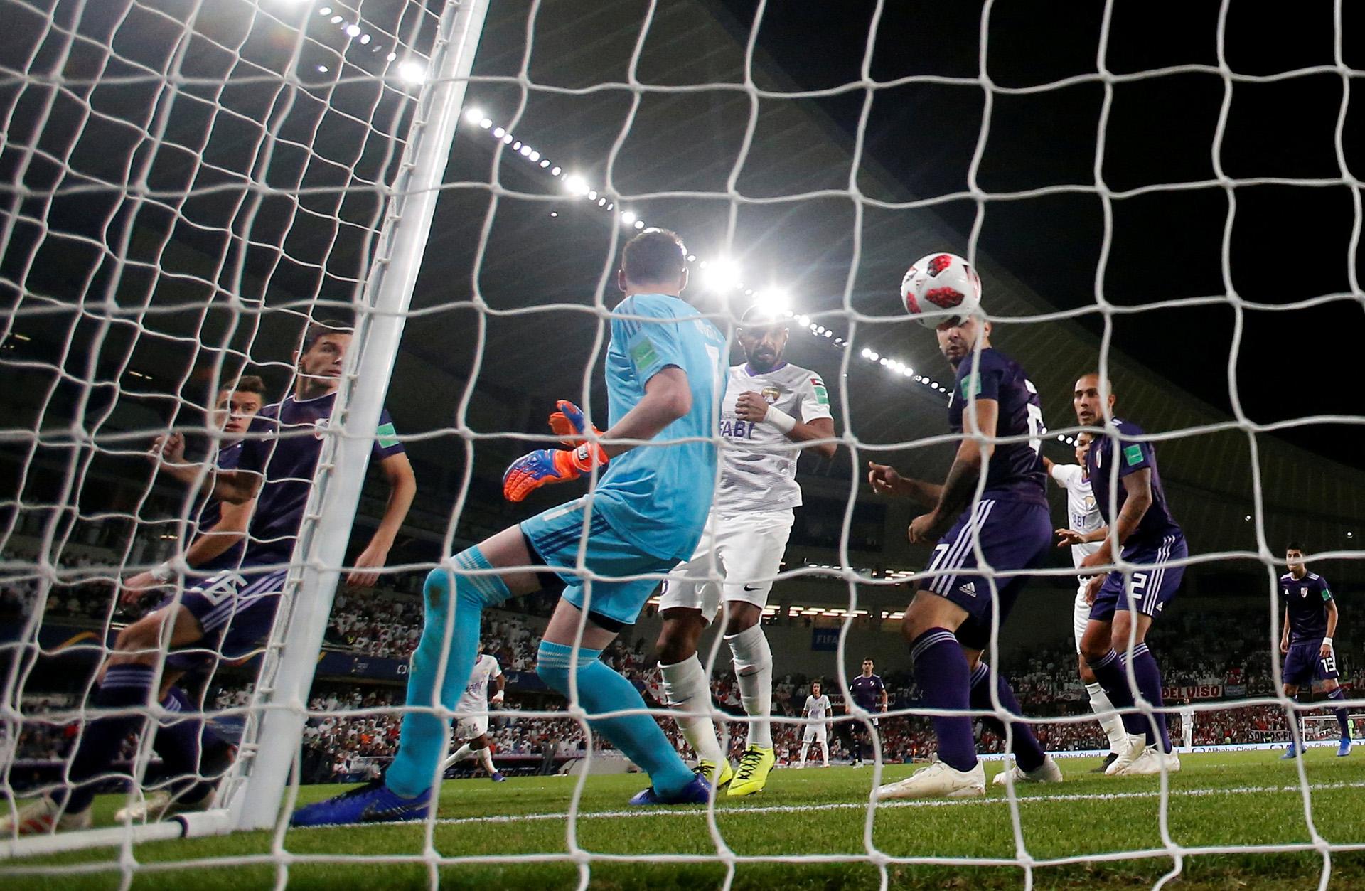 La floja reacción de Franco Armani en el primer gol del Al Ain que sorprendió a River