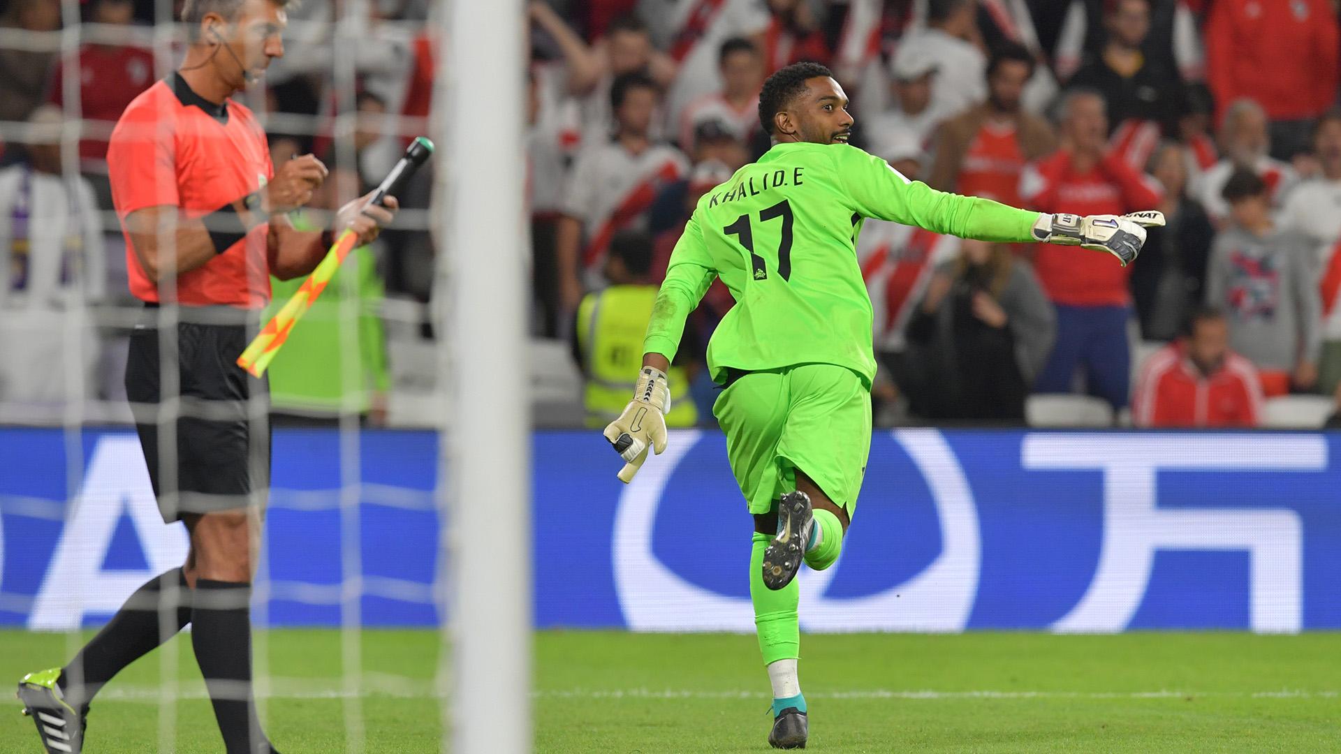 El arquero Khalid Eisa celebra el penal atajado y la clasificación del Al Ain a la final del Mundial de Clubes