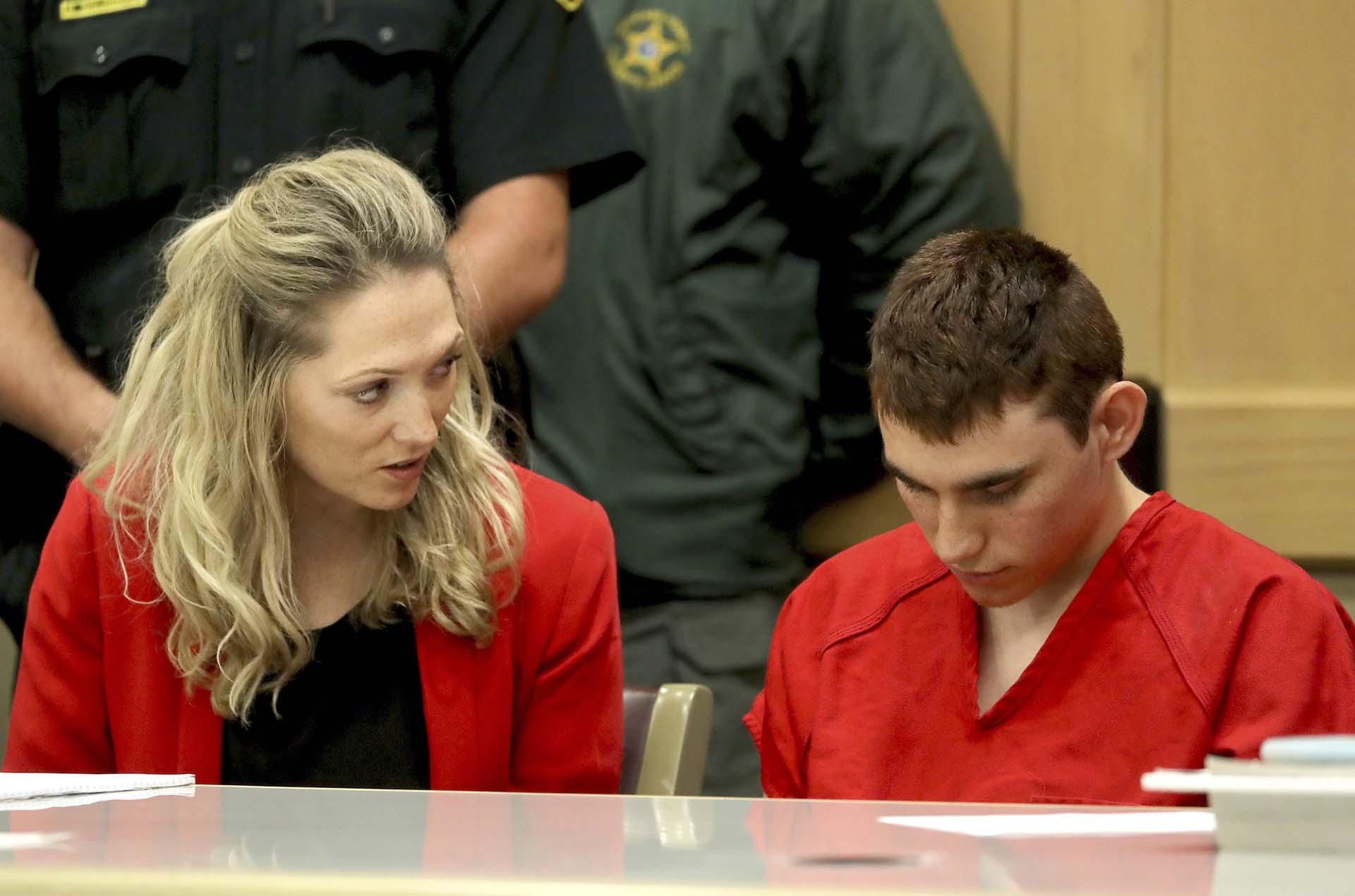 Nikolas Cruz se presenta ante la Corte de Fort Lauderdale para enfrentar el juicio por las 17 muertes en la masacre de la Marjory Stoneman Douglas High School en Parkland, Florida, el 19 de febrero