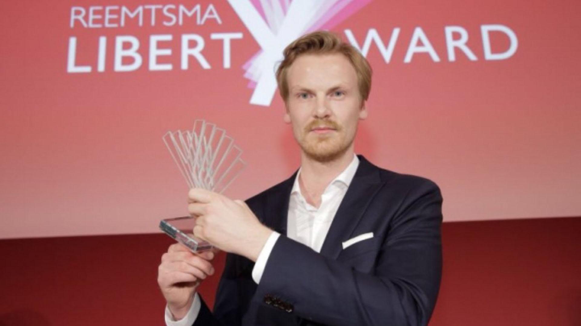 Claas Relotius, tras ganar el Reemtsmat Liberty Award en 2017 (@JetztHallo)