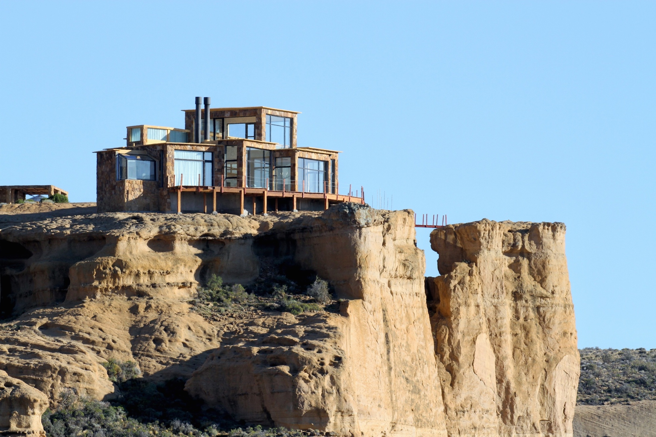 La casa está construida sobre una roca antigua que tiene más de 50 millones de años.