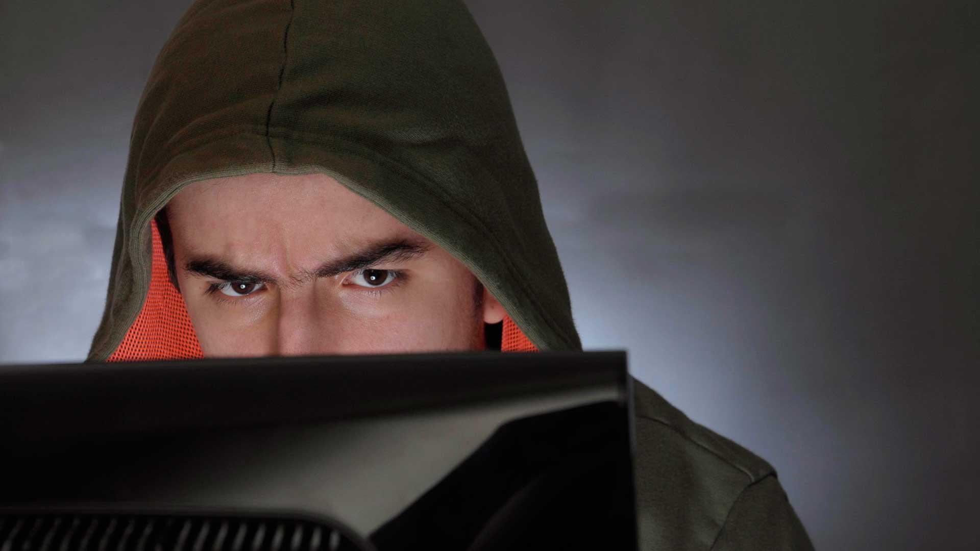 Los ciberataques y el robo de datos personales hacen de Internet una fuente de problemas y amenazas. Foto: Fernando Calzada/DEF.