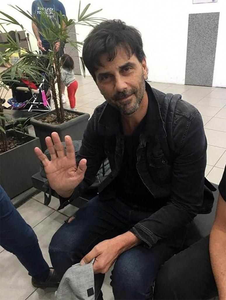 Darthés en el aeropuerto, antes de partir a Brasil