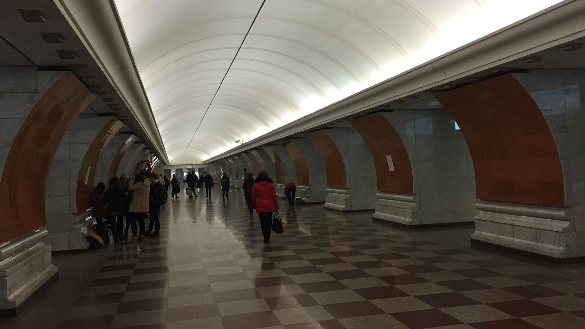 La estación Smolenskaya del metro de Moscú