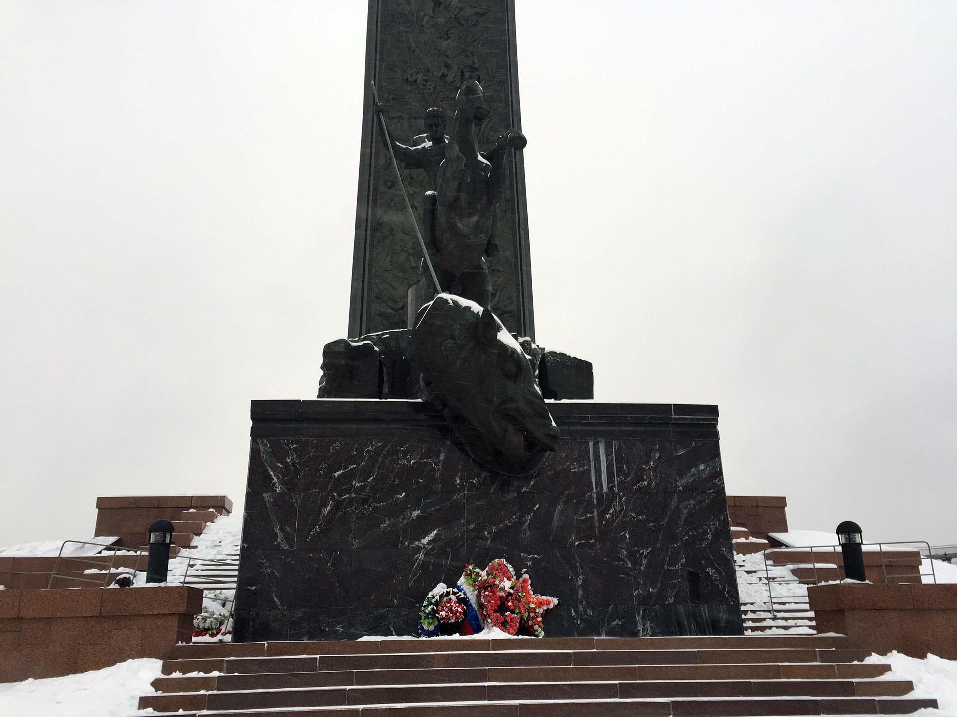 San Jorge matando al dragón, en el monumento a la victoria sobre el nazismo