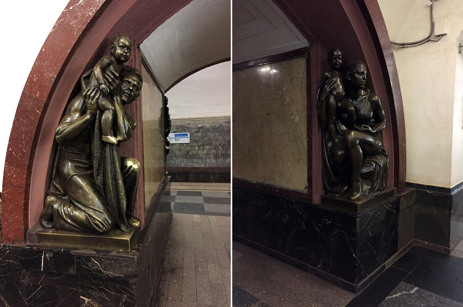 """Apenas un par de las numerosas esculturas en bronce instaladas en el subte durante la era soviética, una muestra del """"realismo socialista"""" en el arte"""
