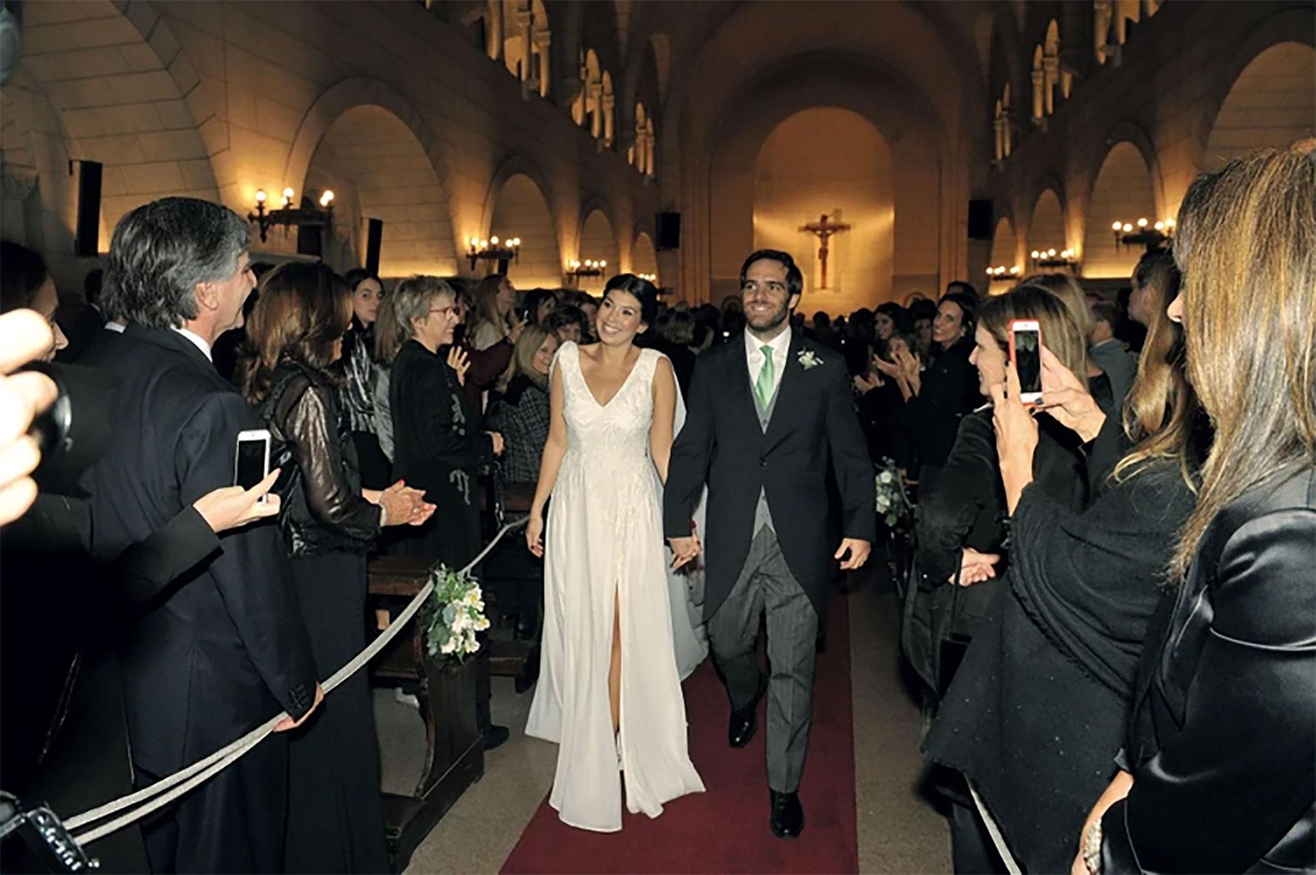 El hermano del actor Peter Lanzani y ex rugbier de Alumni se casó con Julia en la parroquia Santa Elena del barrio de Palermo. El momento más emotivo sucedió cuando las madres de los novios se acercaron al altar con los anillos. Peter, por su parte, les ofreció unas palabras que oscilaron entre la risa y la emoción.