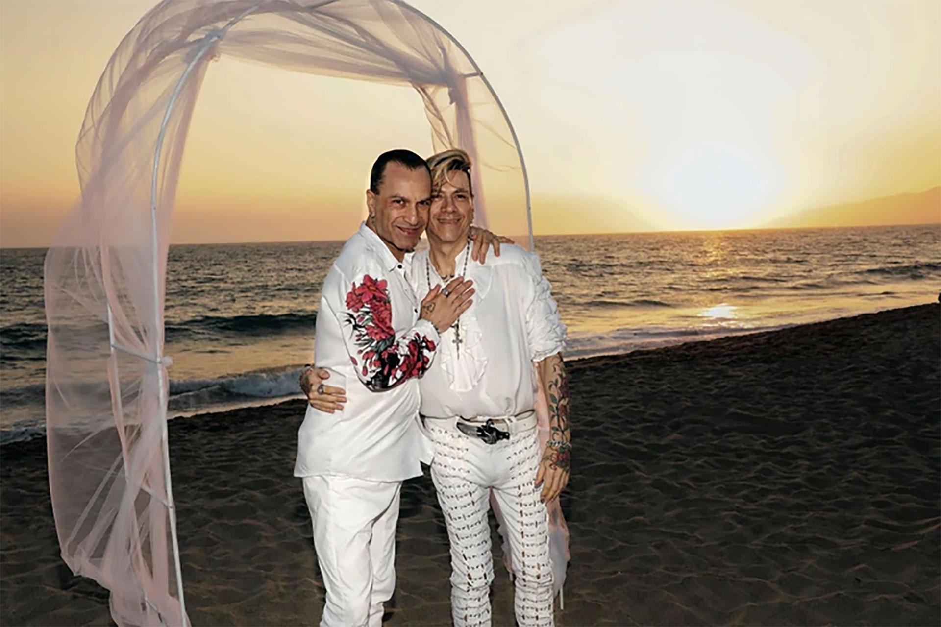 Su unión civil fue en 2008, su casamiento legal en 2010 y este año fueron por más. Precursores de la lucha por los derechos del matrimonio igualitario en Argentina, el diseñador y su esposo renovaron sus votos en una ceremonia en Malibú, California.