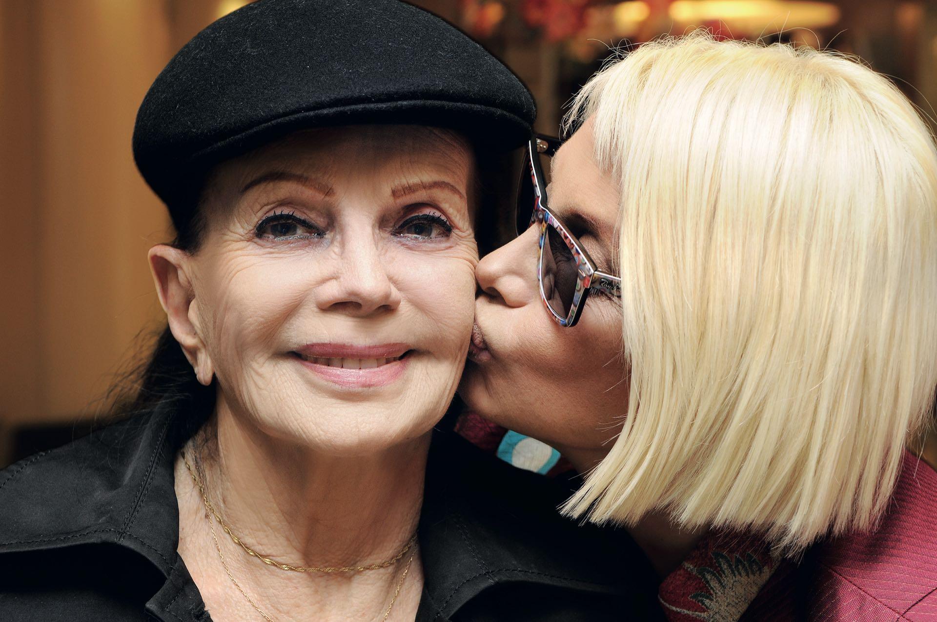 """Dueña de una personalidad única, la mamá de Carmen Barbieri fue su fan número uno: """"Mi mejor manera de homenajearla es sobre el escenario"""", la recordó Carmen."""