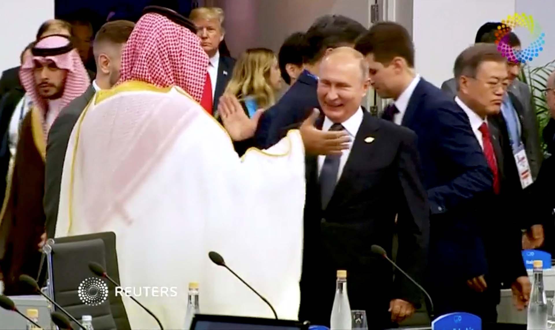 El saludo entre el presidente ruso Vladimir Putin y el príncipe saudita Mohammed bin Salman, en la mira de varias investigaciones internacionales por el asesinato del periodista Jamal Khashoggi, fue una de las imágenes más impactantes de la Cumbre del G20 en Buenos Aires