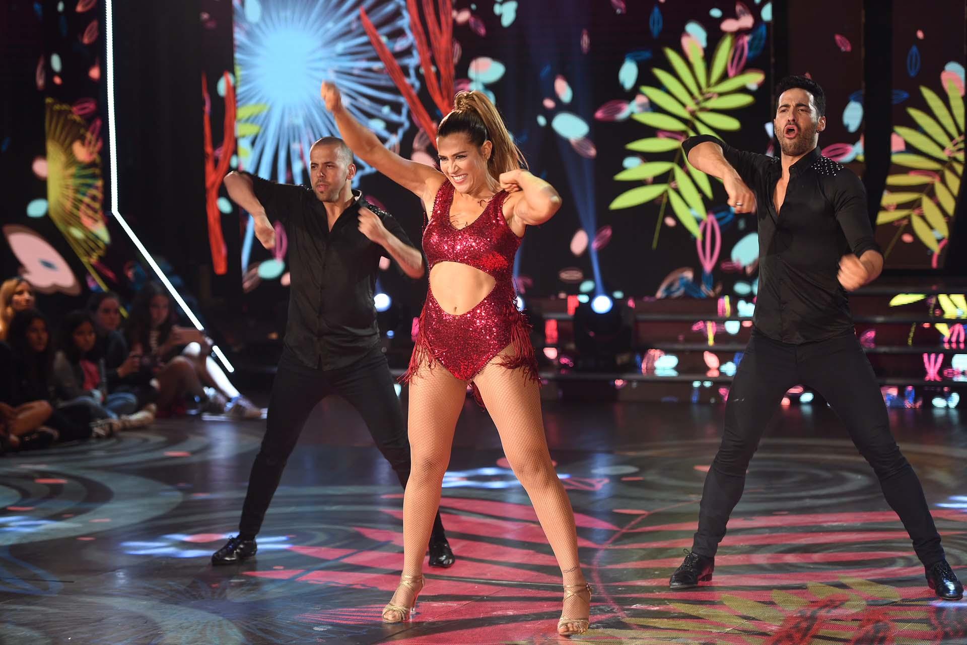 """Jimena y Mauro, con su coach Mati Napp, bailaron una versión de """"Felices los cuatro"""", de Maluma. Ganaron el ritmo salsa de a tres"""