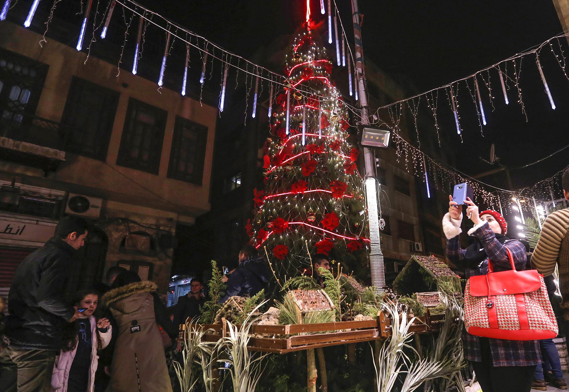 Los sirios se preparan para la Navidad en Damasco (Photo by LOUAI BESHARA / AFP)