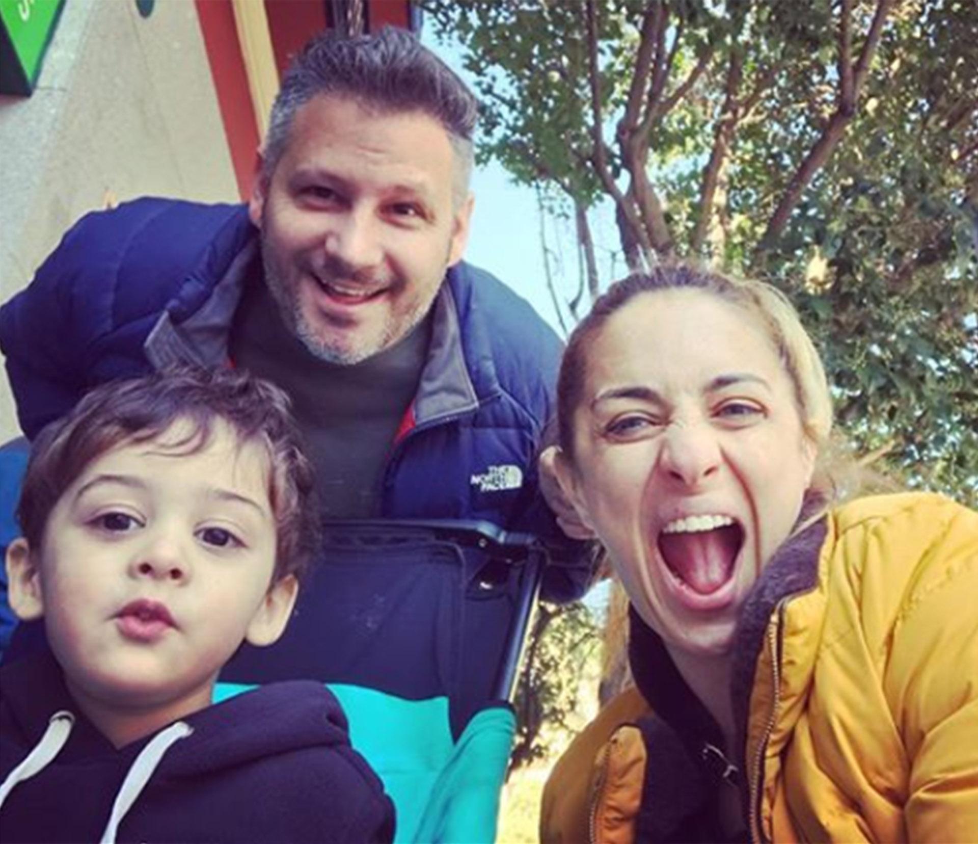 María Julia con su hijo y su pareja, en una de las tantas fotos que sube a su cuenta de Instagram