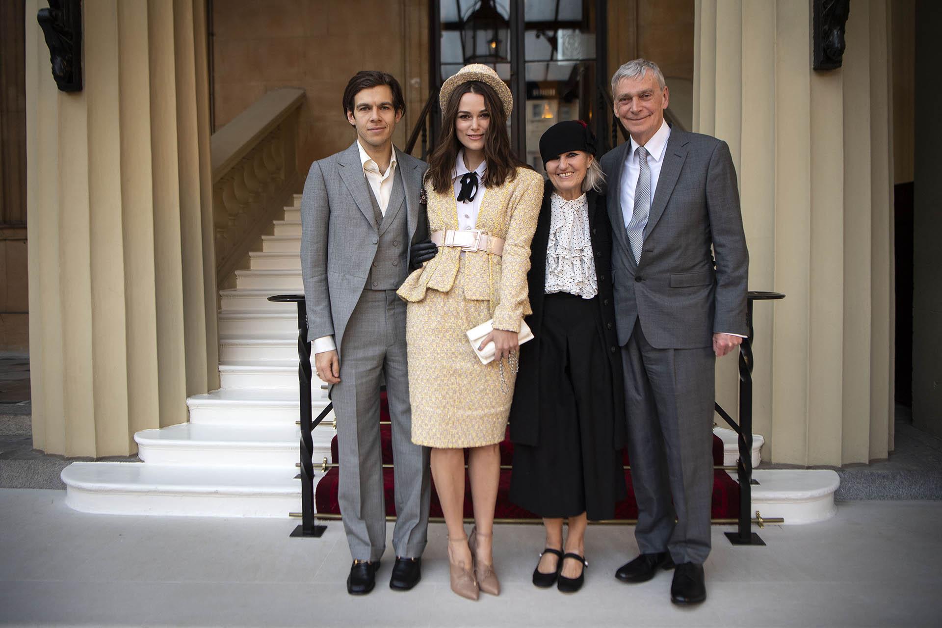 Keira Knightley asistió acompañada por su familia: su marido James Righton y sus padres Sharman y Kevin Knightley