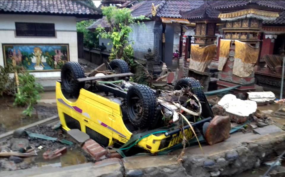 El paso del tsunami causó destrozos (EFE/EPA/BNPB)