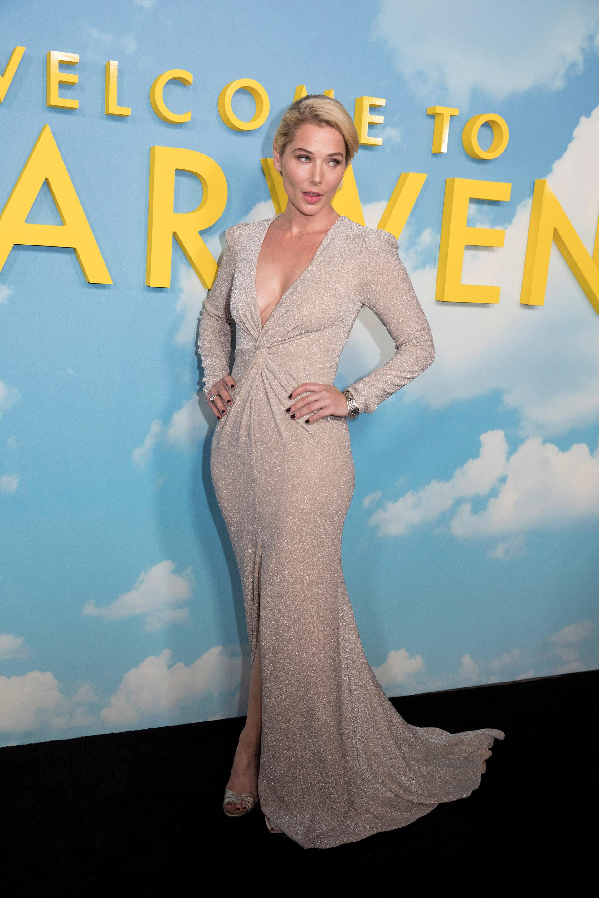 """Stefanie von Pfetten impactó con este vestido escotado color """"nude"""""""