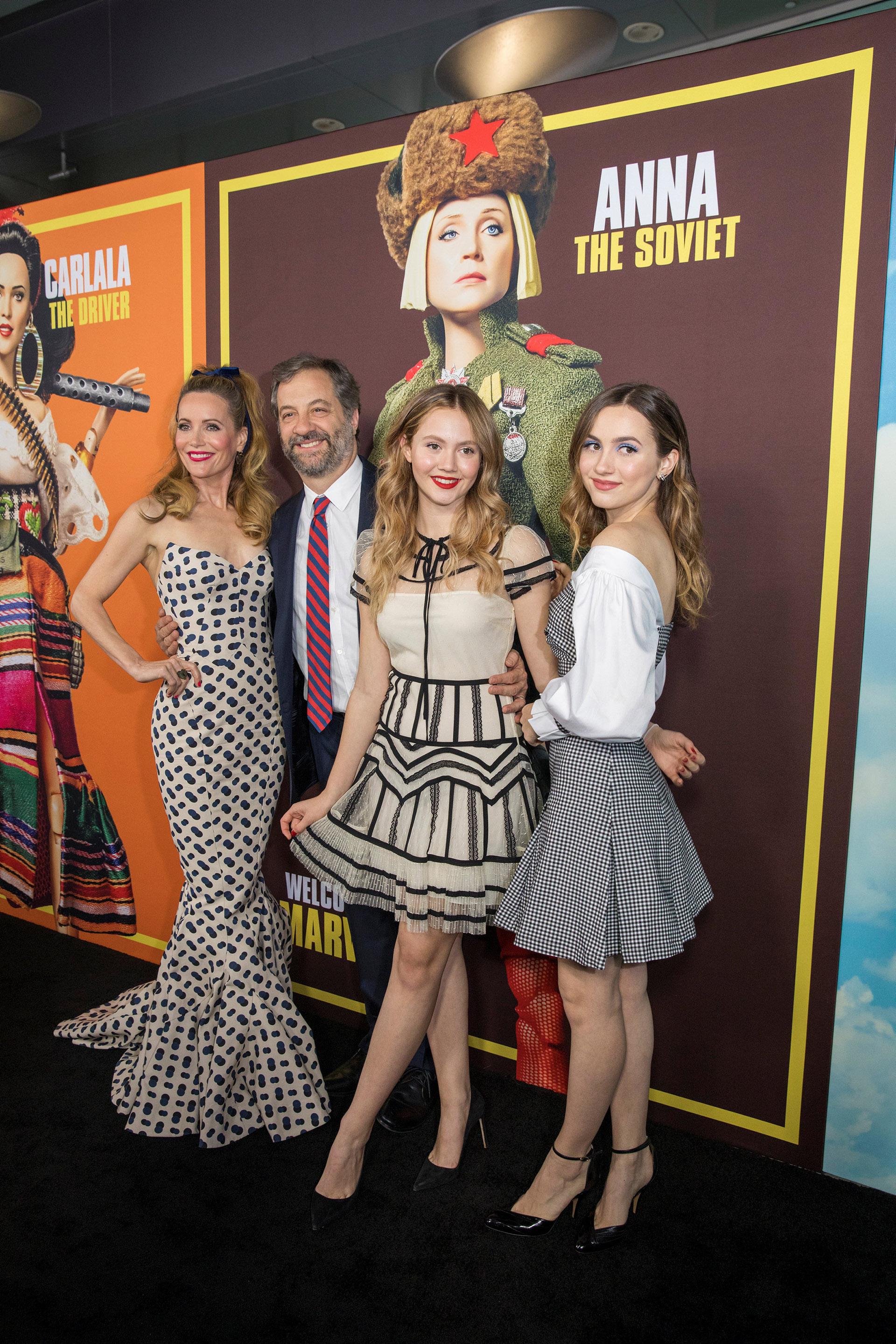 Leslie Mann posa junto a su marido, Judd Apatow, y sus hijas