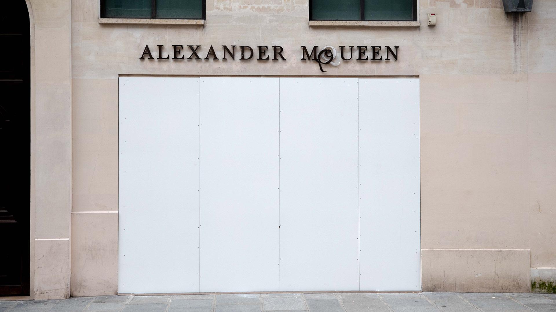Alexander McQueen también protegió sus vidrieras