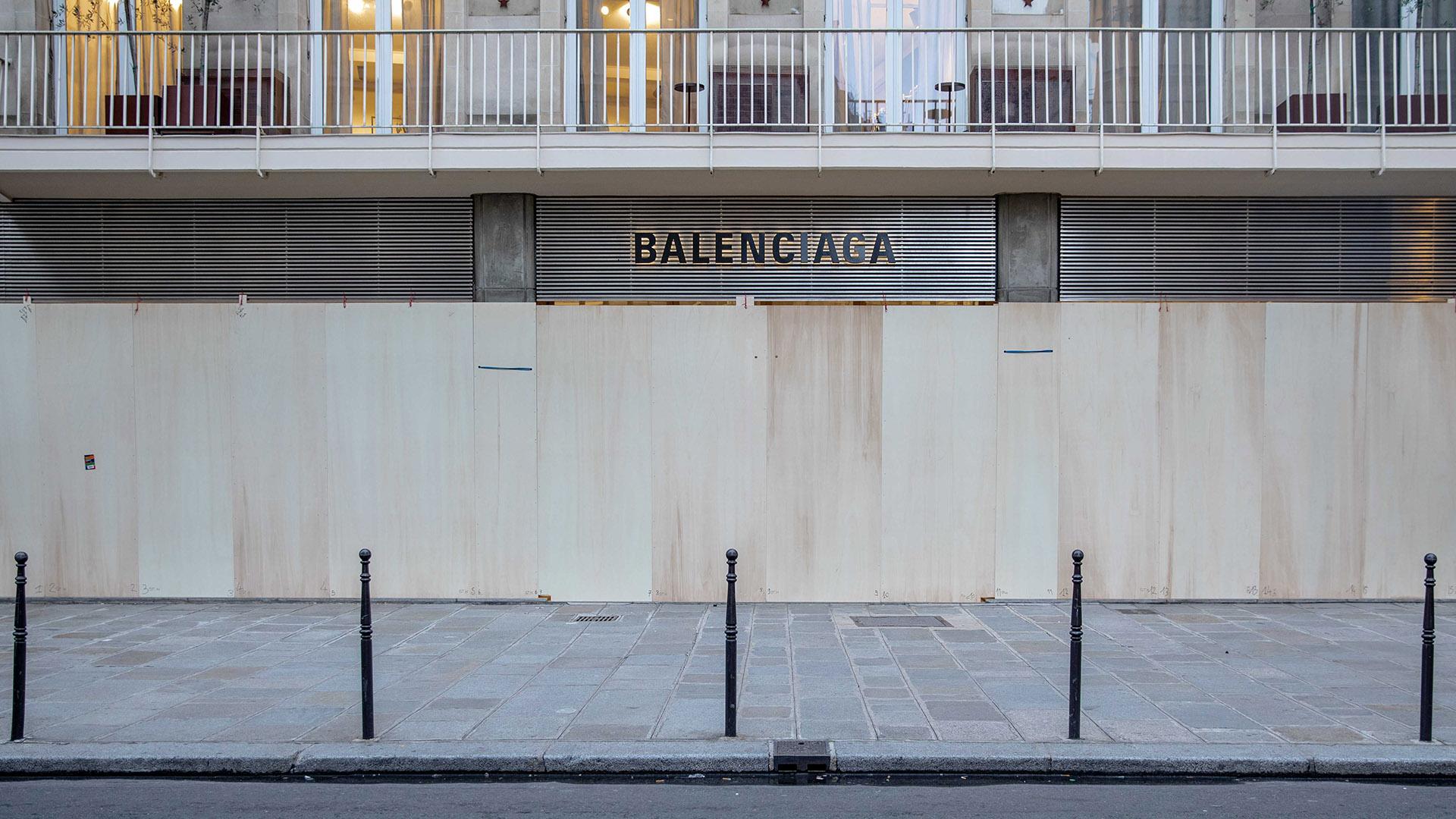 Balenciaga, la firma española también cerró sus vidrieras al público