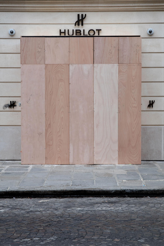 La lujosa Hublot para preservar sus piezas de valor protegió su vidriera con maderas