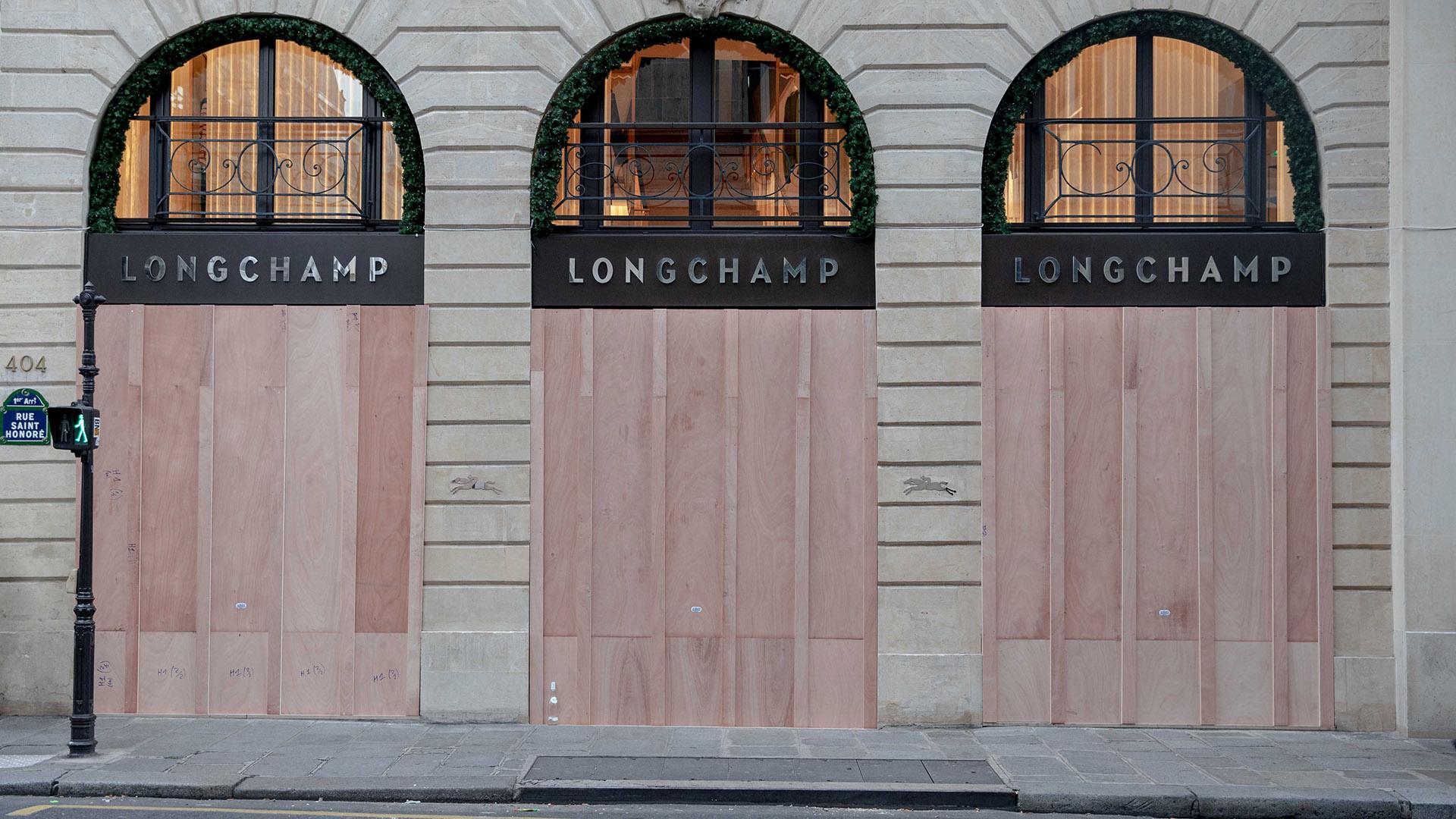 Longchamp, la reconocida marca francesa de carteras, cerró sus puertas