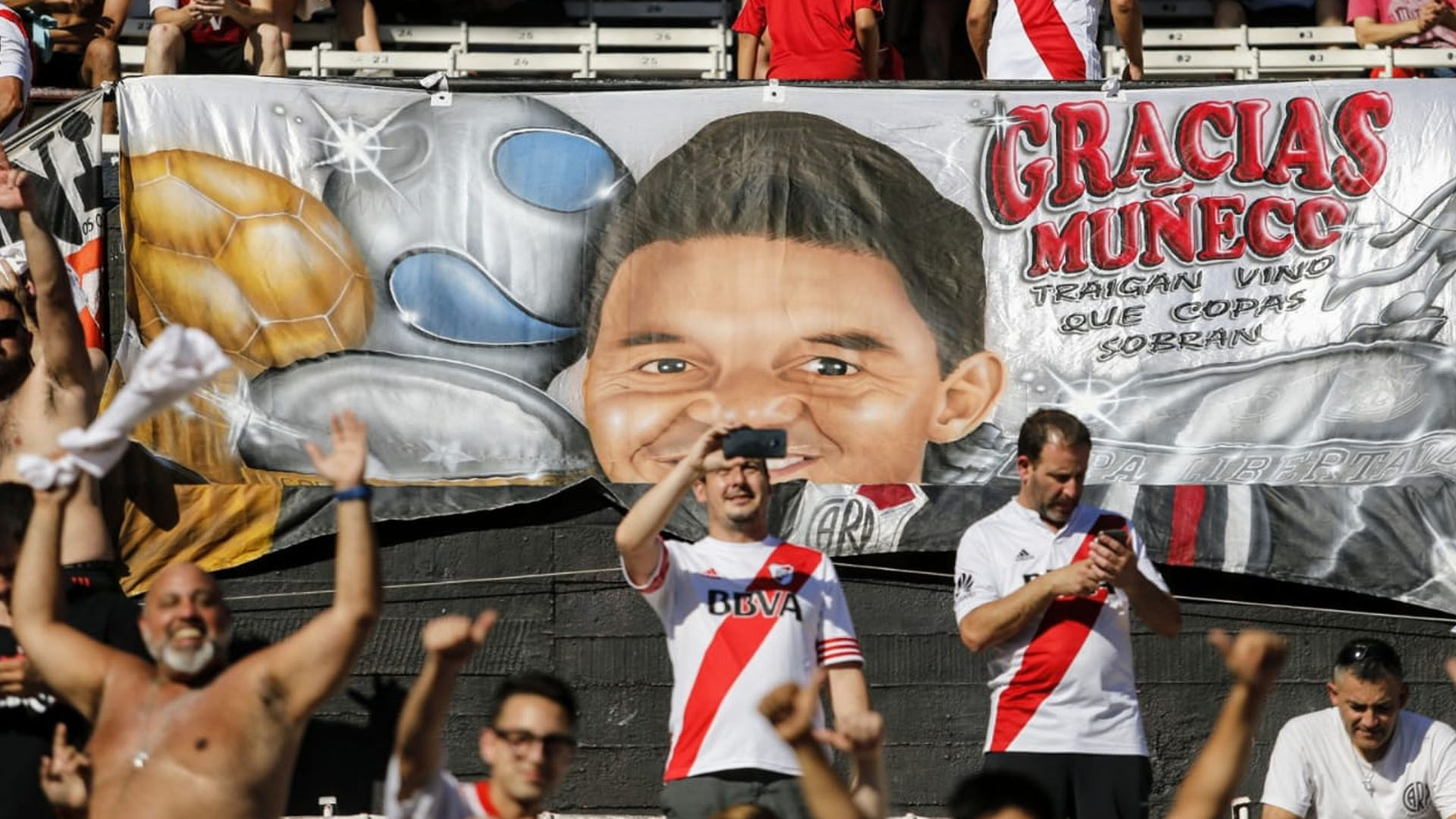 One by one, the players were bathed in emotions. The first one that emerged from the tunnel was Nahuel Gallardo, the son of a great idol, who in the previous conquest, in 2015 was in Inferiores, and today he had the pleasure of enjoying the event as a member of the band.