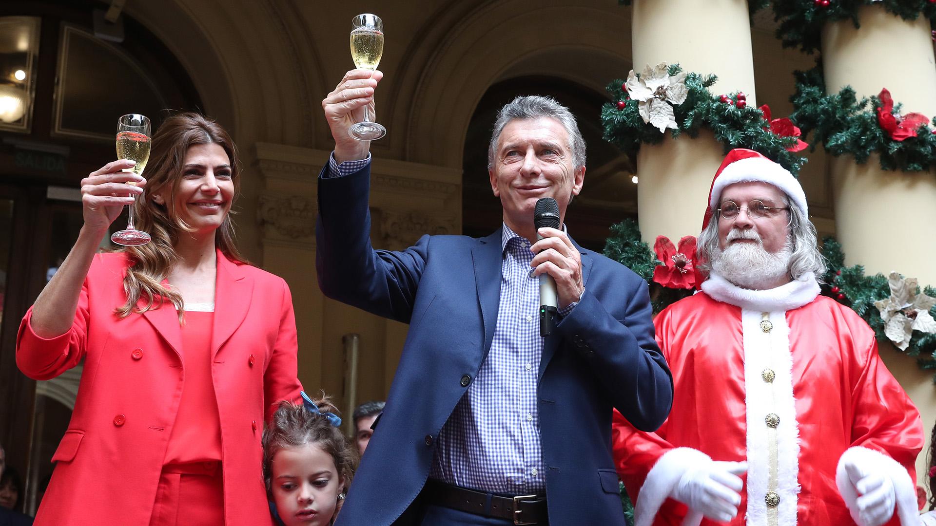 Mauricio Macri participó del brindis de fin de año y luego se fue de vacaciones (Telam)