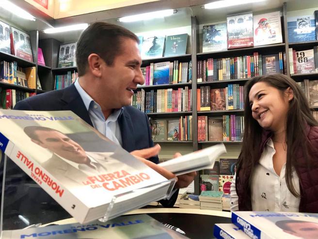 """En marzo de 2017, Rafael Moreno Valle publica """"La Fuerza del Cambio"""", su libro autobiográfico (Foto: Twitter Rafael Moreno Valle)"""
