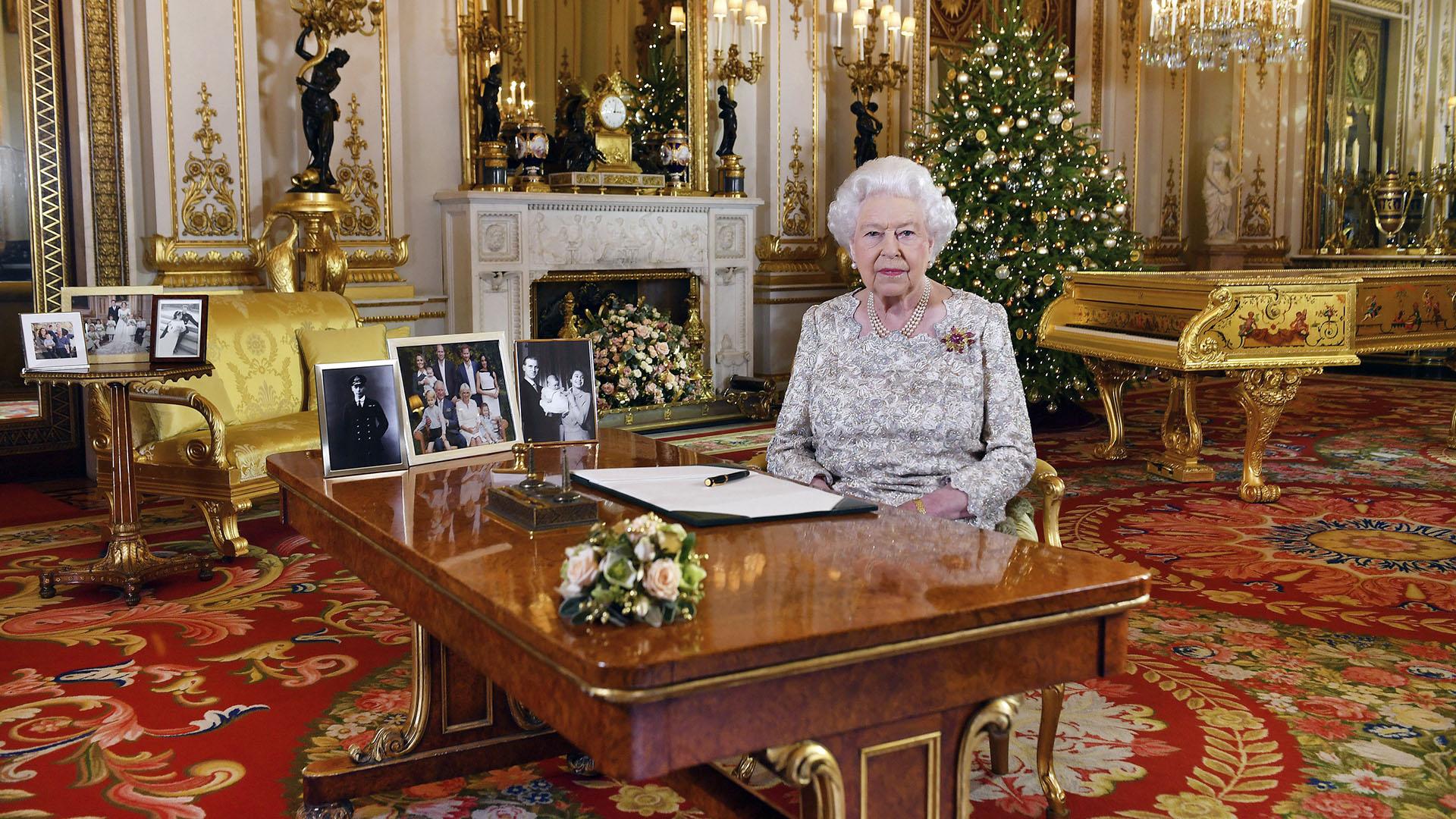 La Reina Isabel II brinda su tradicional mensaje navideño desde el Palacio Buckingham