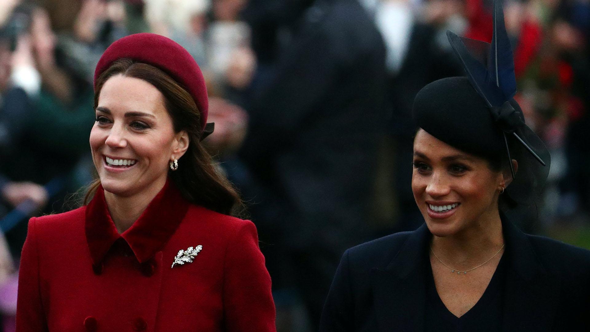 A fines del año pasado, Kate Middleton y Meghan Markle aparecieron sonrientes a pesar de los rumoresque hay sobre la mala relación que tienen(Reuters)