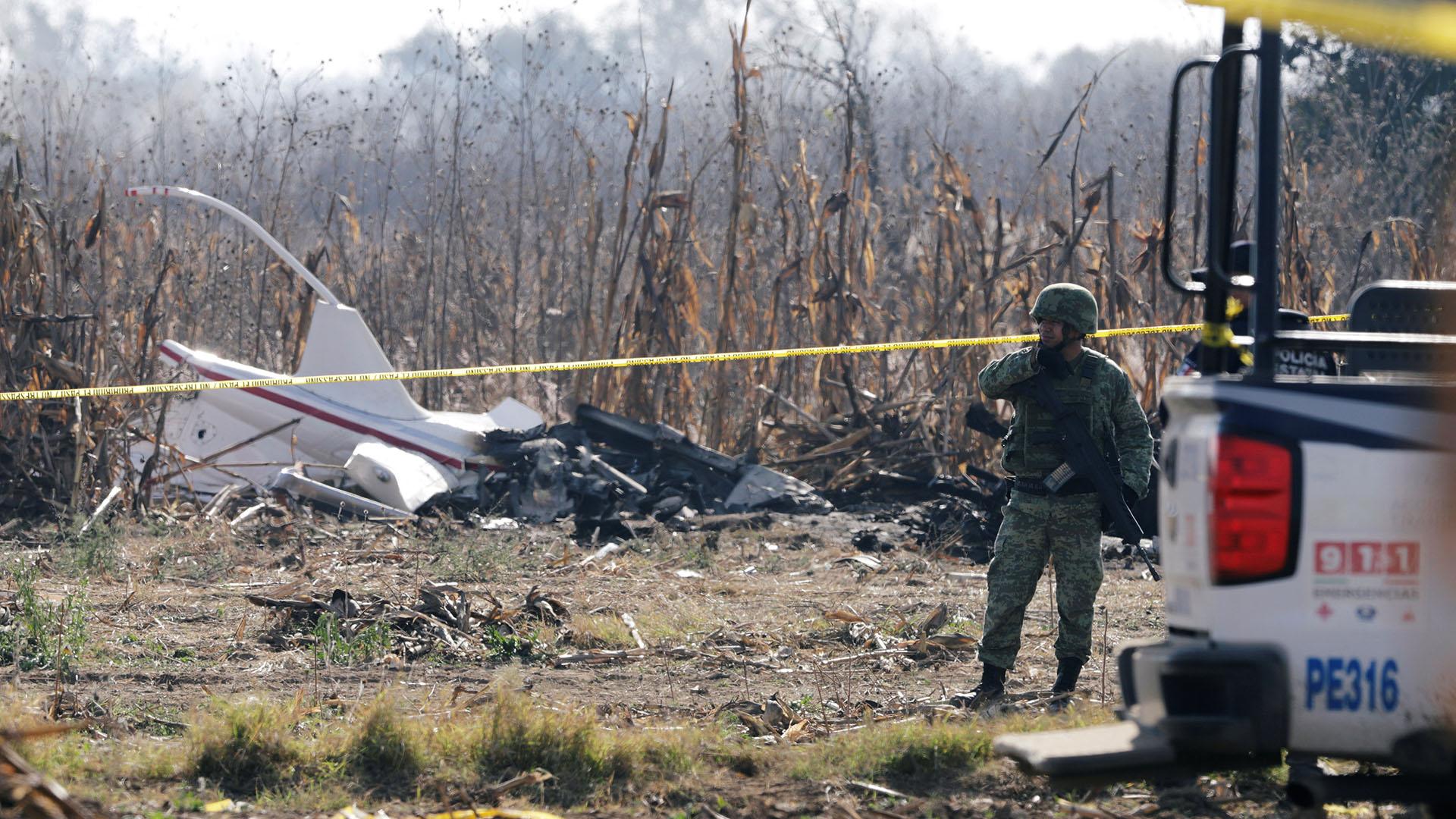 Así quedó el helicóptero en que viajaban la gobernadora Martha Érika Alonso y el senador Rafael Moreno Valle (Foto: REUTERS/Imelda Medina)